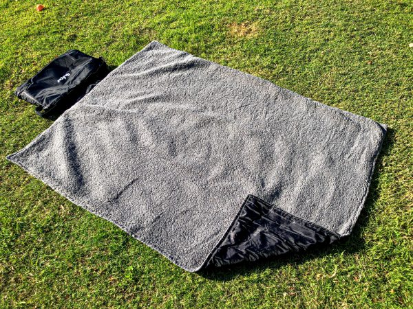 Monte & Co | Compact Rollup Picnic & Travel Blanket by Huskimo